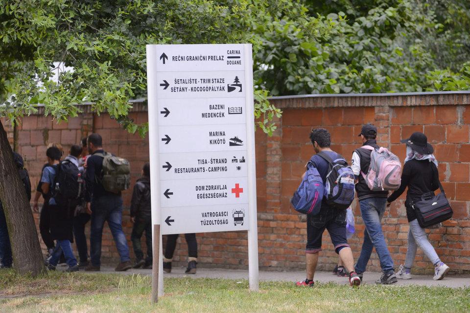 menekültek magyarkanizsán (Array)