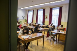osztályterem (Array)