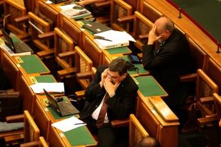 parlament Június 15 (Array)