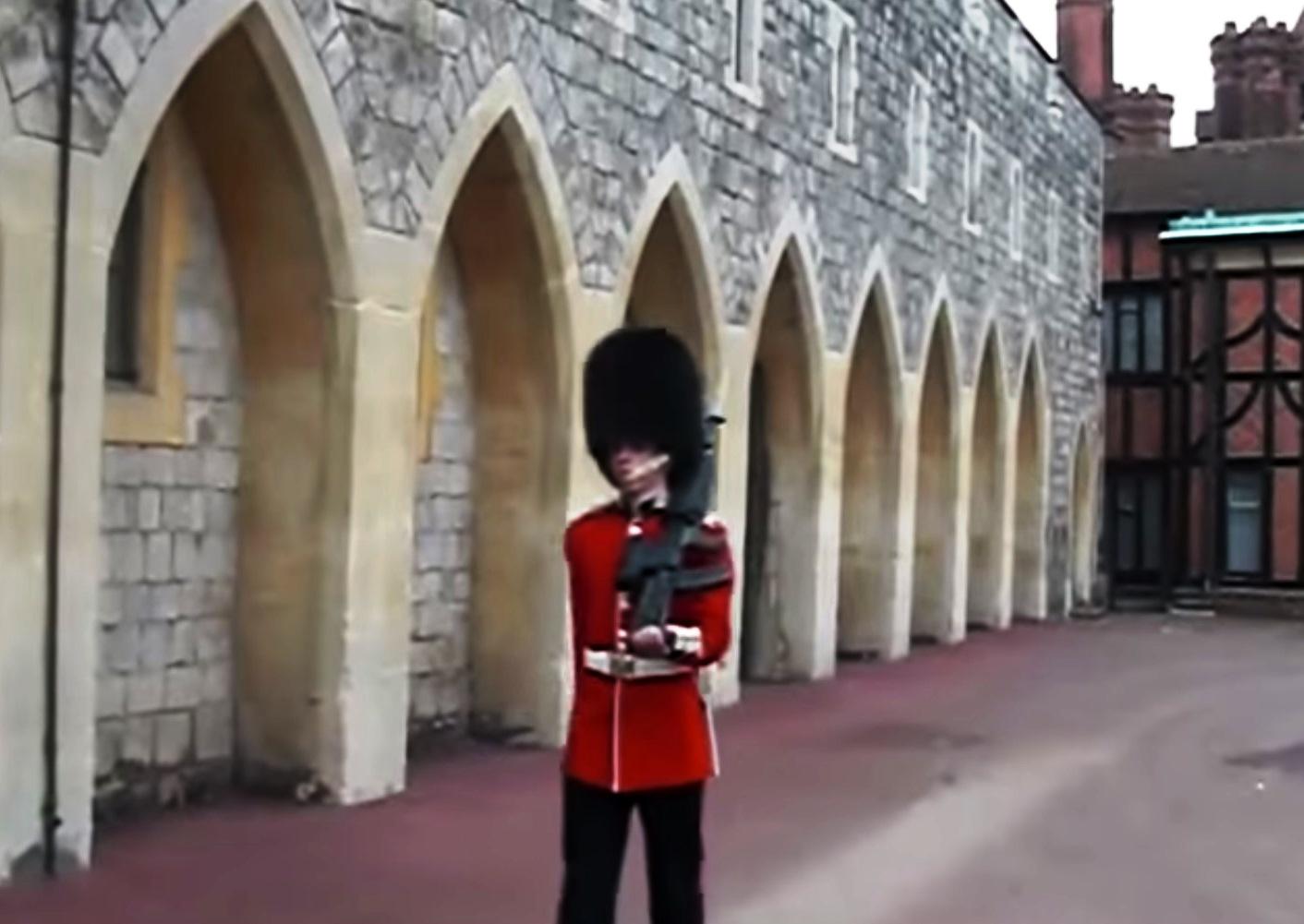 queen's guard (Array)