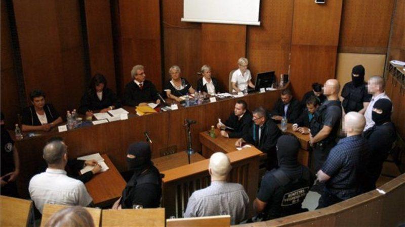 romagyilkosságok, ítélethirdetés (Array)