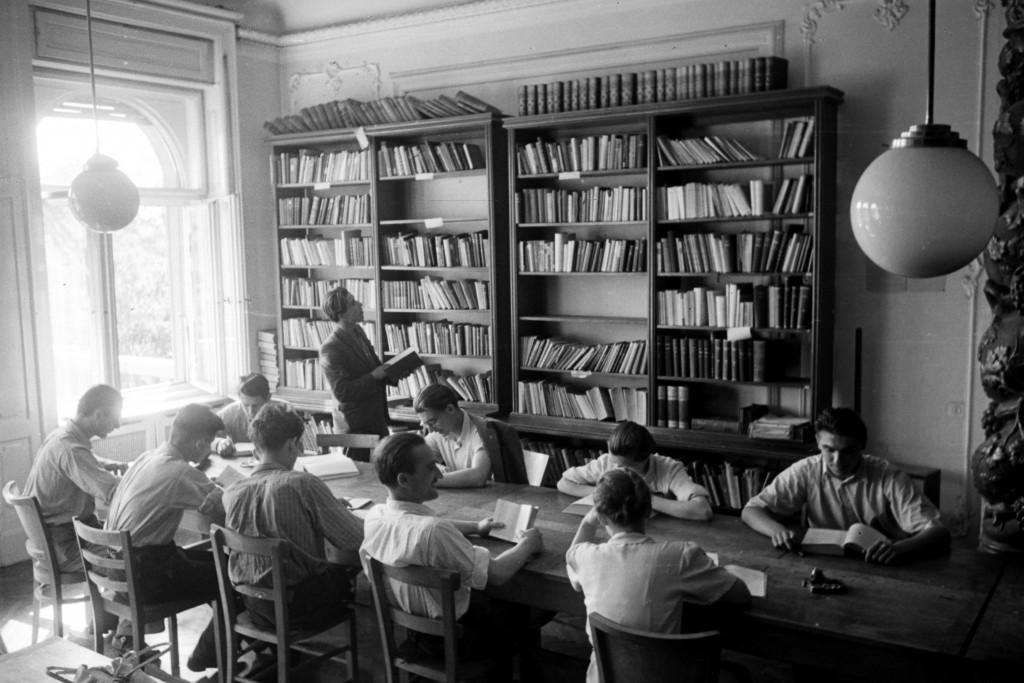 történész hallgatók 1945 (Array)