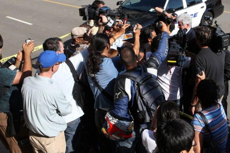 újságírók (Array)