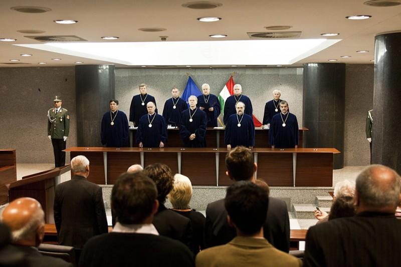 Alkotmánybíróság (Array)