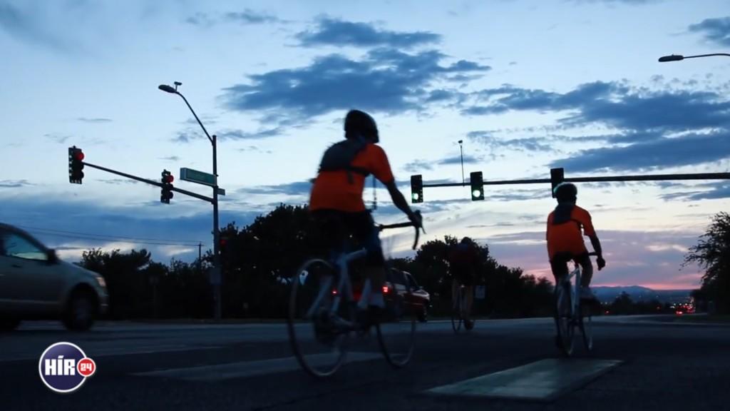 Az üldözöttekért kerékpároznak (Array)