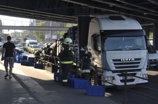 Beszorult kamion (Array)
