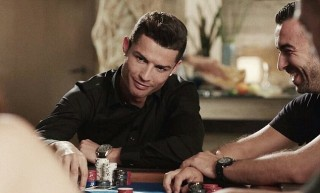 Cristiano Ronaldo pókerezik (Array)