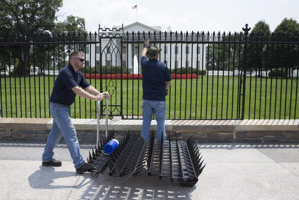 Kerítés a Fehér Ház körül (Array)