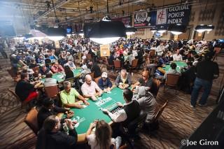 WSOP 2015 főversenyének játékosai (Array)