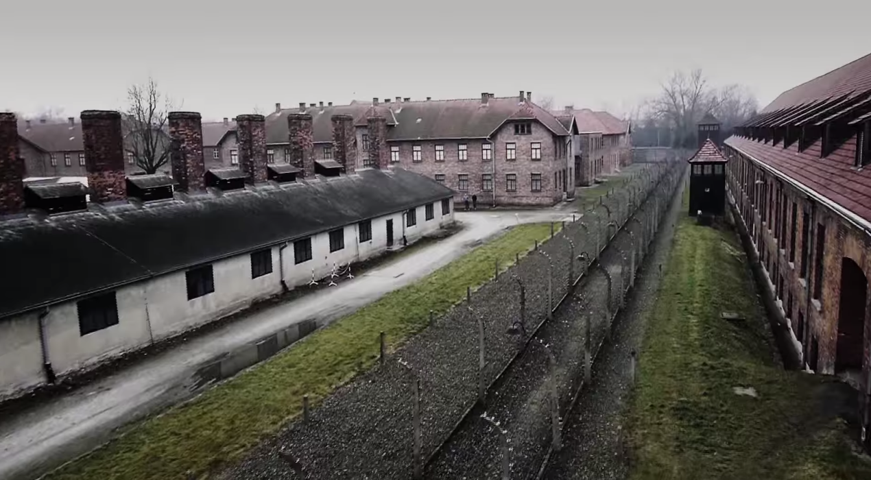 auschwitz drónról (Array)