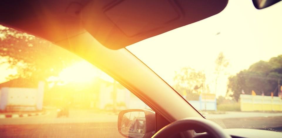 autó, napsütés (Array)