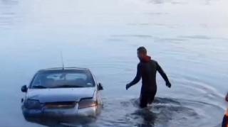 elsüllyedt autó (Array)