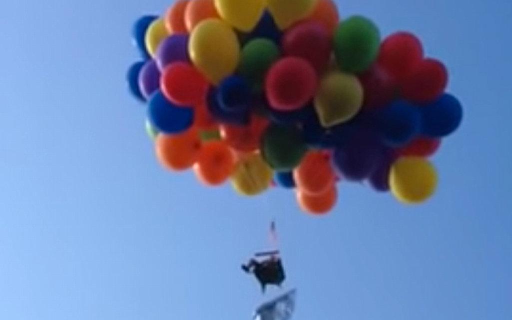 lufikkal repülő férfi (Array)