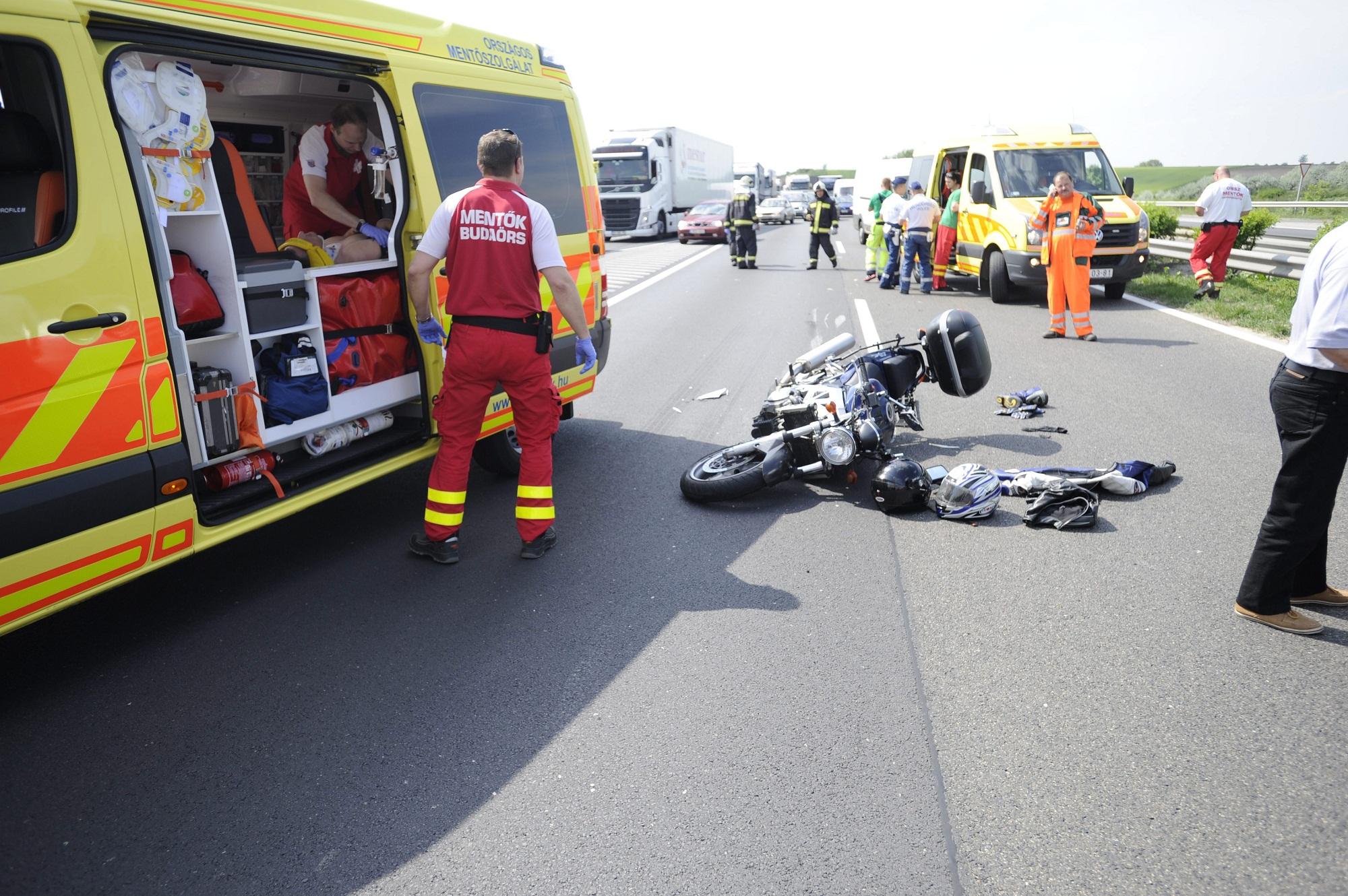 mentők (Array)