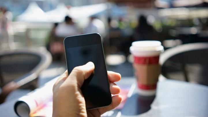 okostelefon, kávézó (Array)