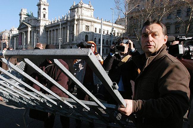 orbán kordon (Array)