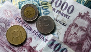 penz-forint-euro-frank-deviza-penzugy-gazdasag(6)(430x286).jpg (Array)