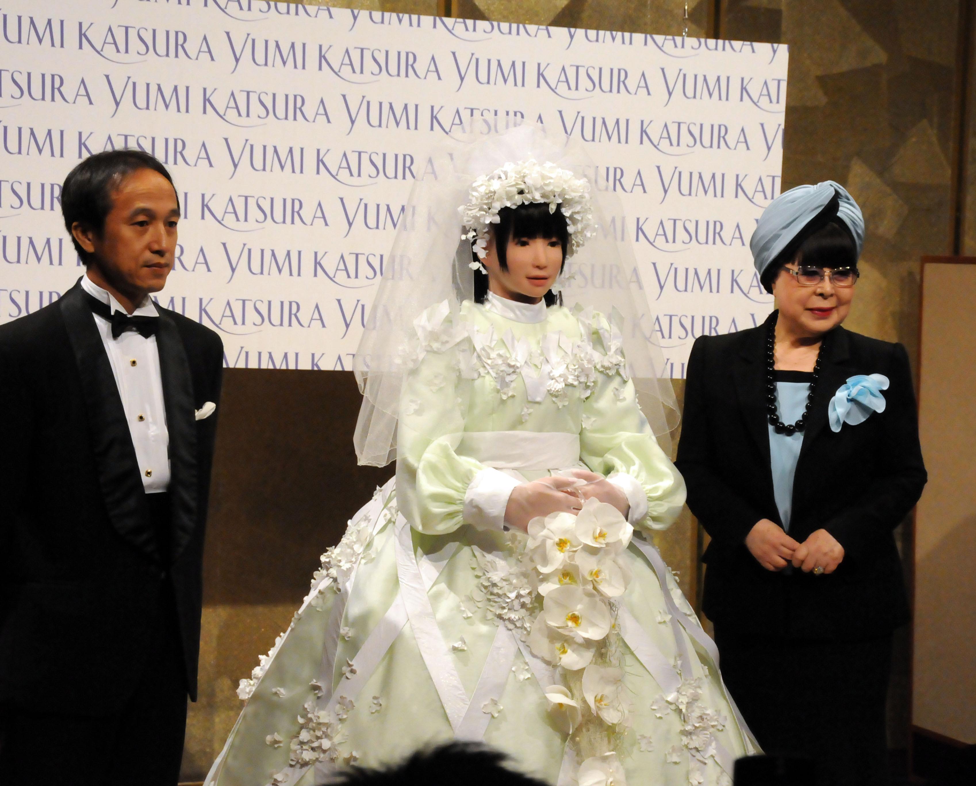 robotesküvő (Array)