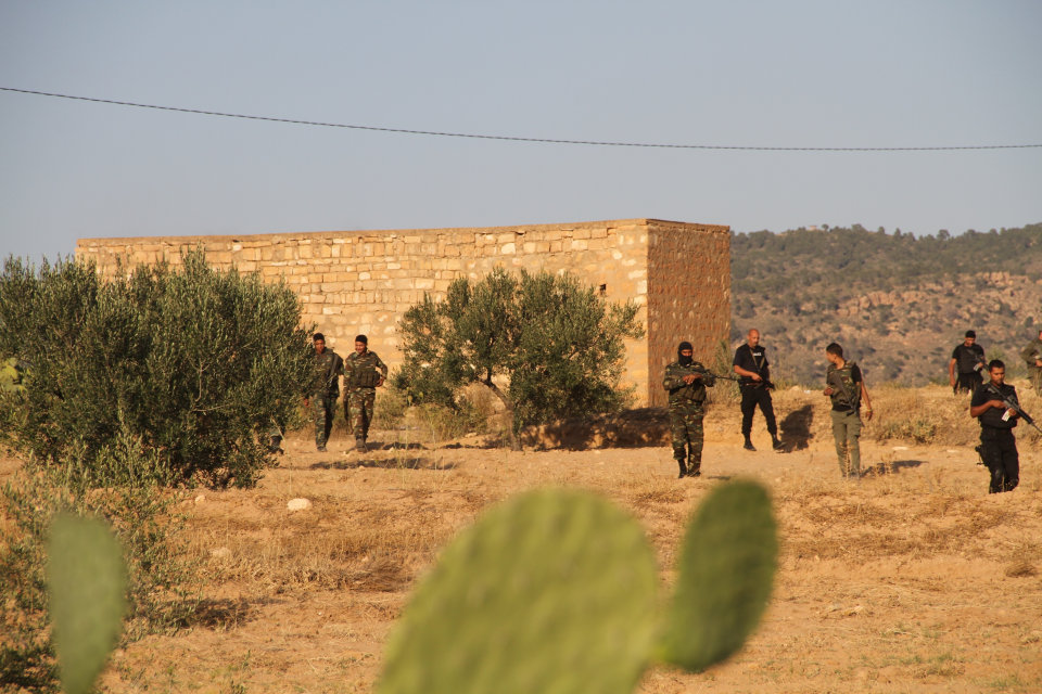 tunéziai katonák (Array)