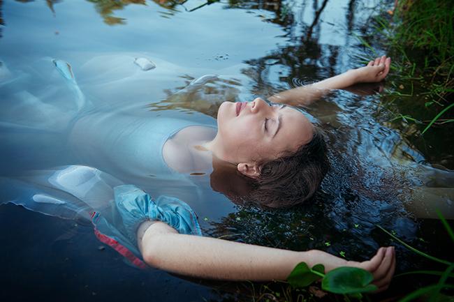 vízben lebeg, nő (Array)