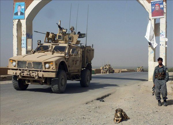 Afganisztán - katona (Array)