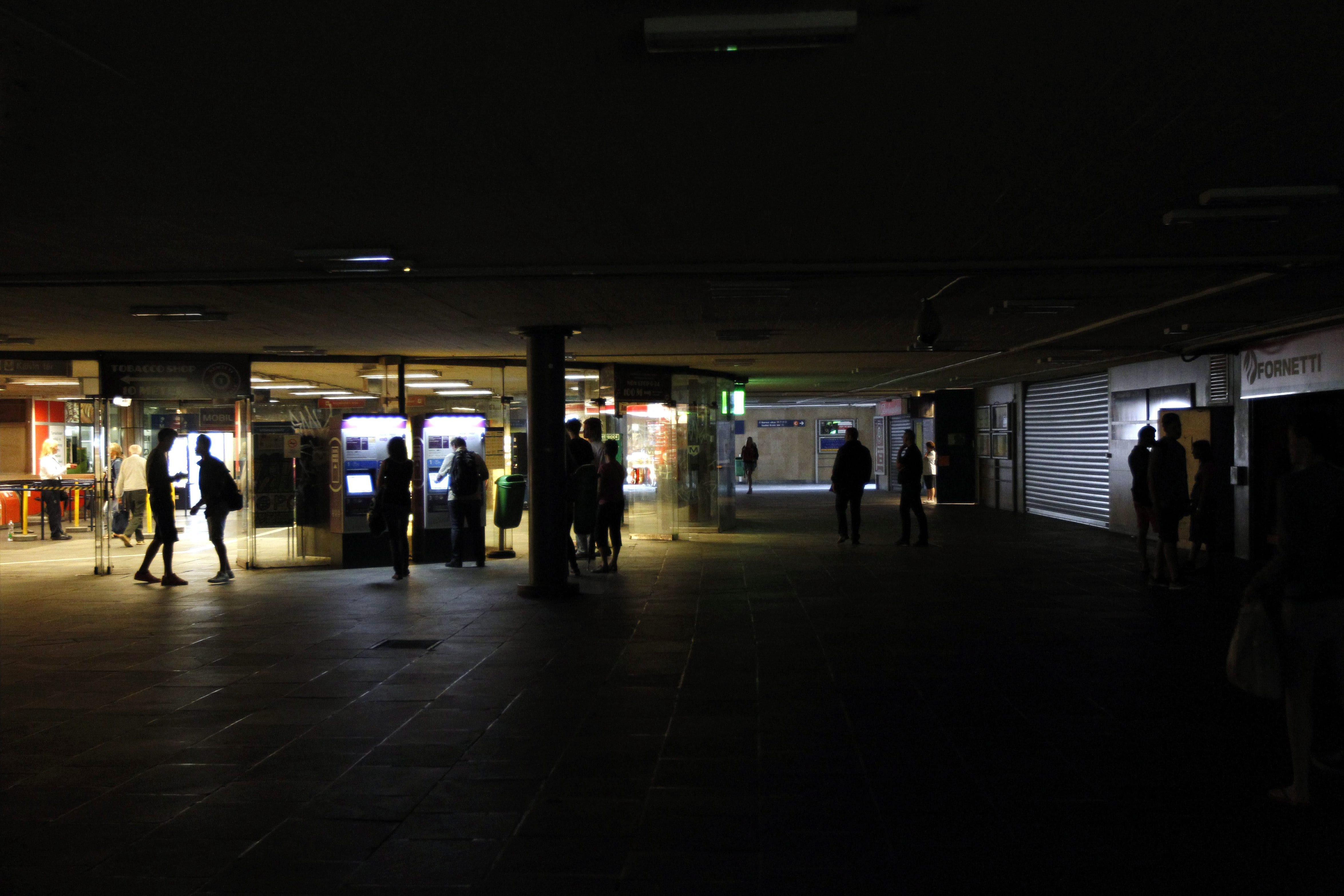 Áramszünet az aluljáróban - vihar (Array)