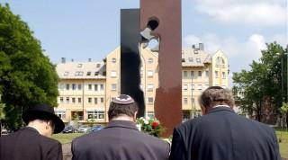 Holokausztt-emlékmű - Nyíregyháza (Array)