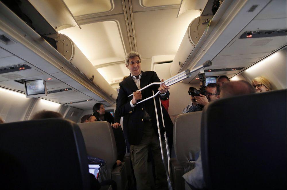 John Kerry bohóckodik (Array)