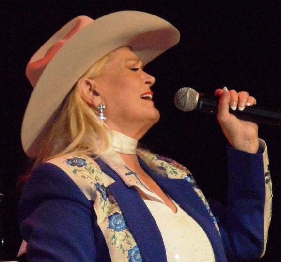 Lynn Anderson  (Array)