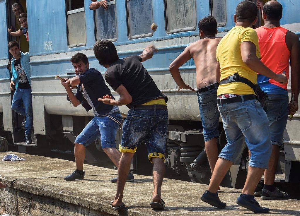 Verekedő bevándorlók Macedóniában (Array)