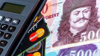 Budapest, 2015. május 9.Számológép, bankkártyák és bankjegyek a gazdasági, pénzügyi események, hírek illusztrálására.MTVA/Bizományosi: Faluldi Imre ***************************Kedves Felhasználó!Az Ön által most kiválasztott fénykép nem képezi az MTI fotókiadásának, valamint az MTVA fotóarchívumának szerves részét. A kép tartalmáért és a szövegért a fotó készítője vállalja a felelősséget.