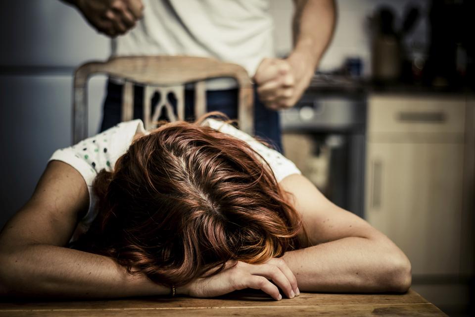 család, erőszak, bántalmazás (Array)