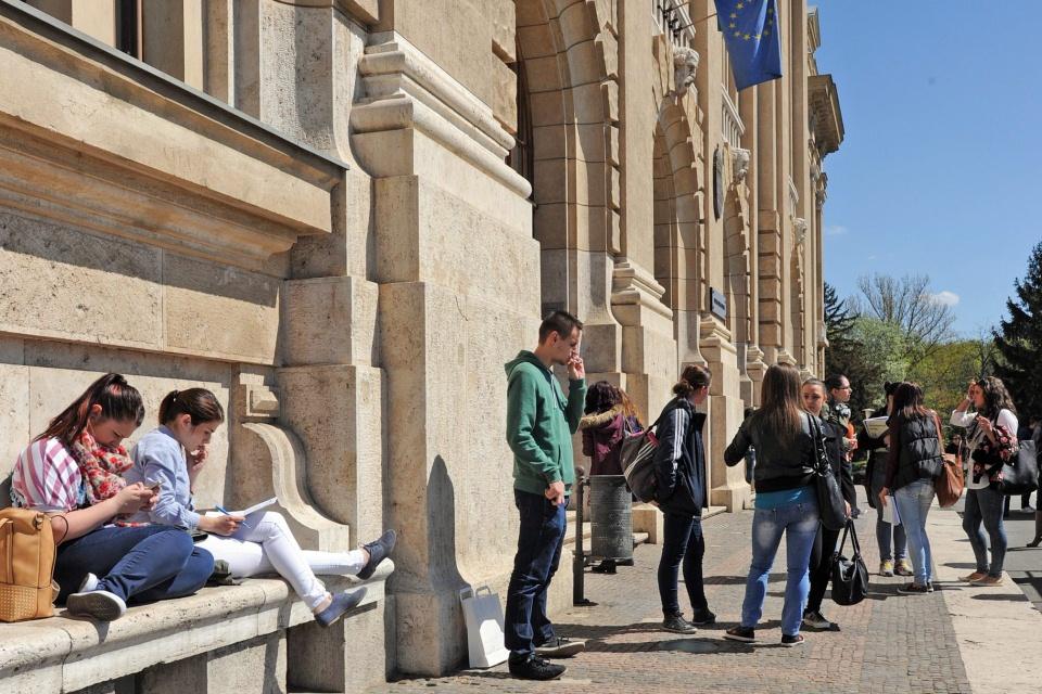 egyetemisták (Array)
