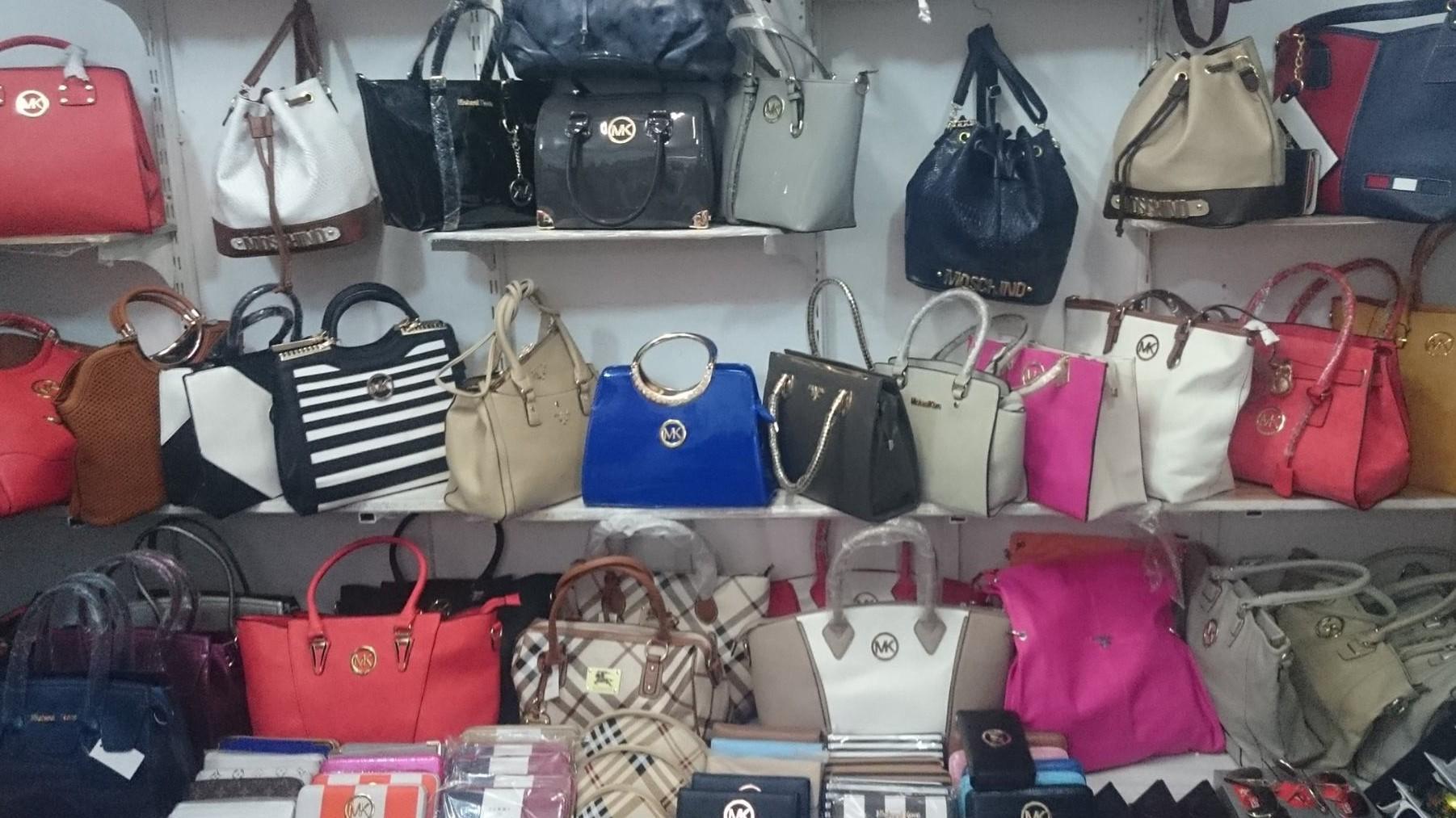 HENT: rengeteg fiatal vesz hamis terméket, mert olcsó   24.hu
