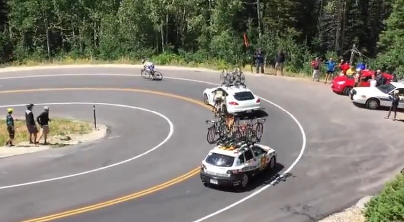 hatalmas bukás a kerékpárversenyen (Array)