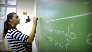 Budapest, 2013. szeptember 6.Ignácz Elvíra tanuló matematikaórán a főváros VIII. kerületében található Mándy Iván Szakképző Iskola és Speciális Szakiskolában 2013. szeptember 6-án. A diák a Híd II. program keretében lakástextil-javító szakmát tanul az intézményben. A Híd II. programba az alapfokú iskolai végzettséggel nem rendelkező, de legalább hat általános iskolai évfolyamot sikeresen elvégező, 15. életévüket betöltött diákok jelentkezhetnek.MTI Fotó: Bruzák Noémi