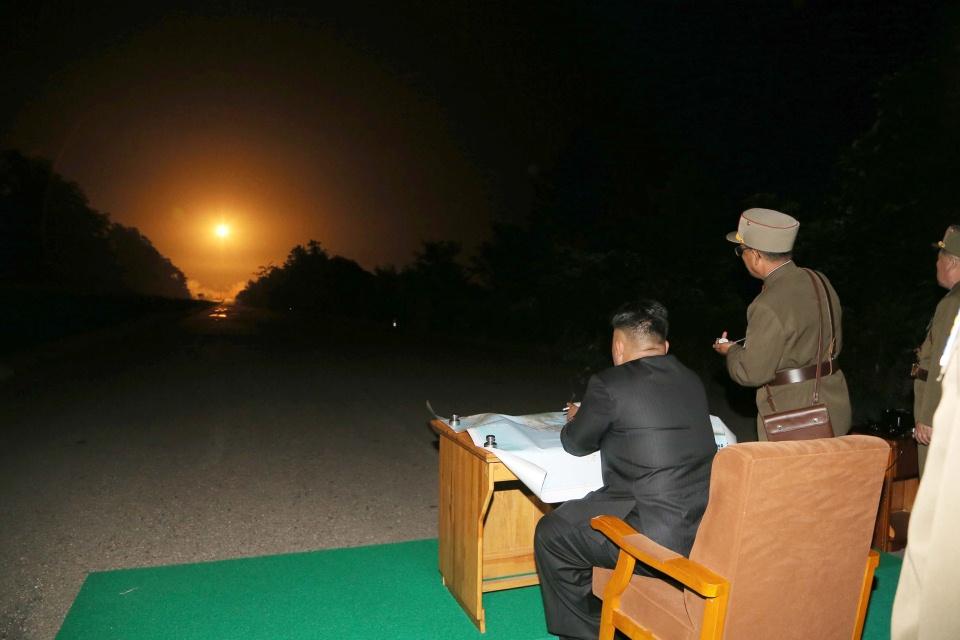 kim-dzsong-un-raketainditast-tekint-meg(430x286).jpg (Array)