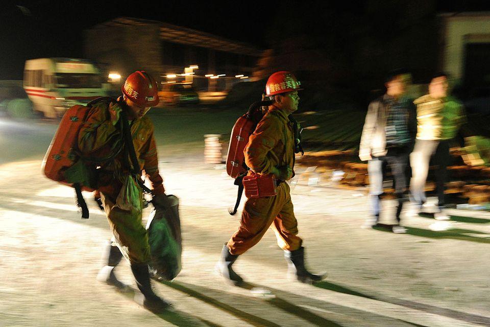kínai bányászok (Array)