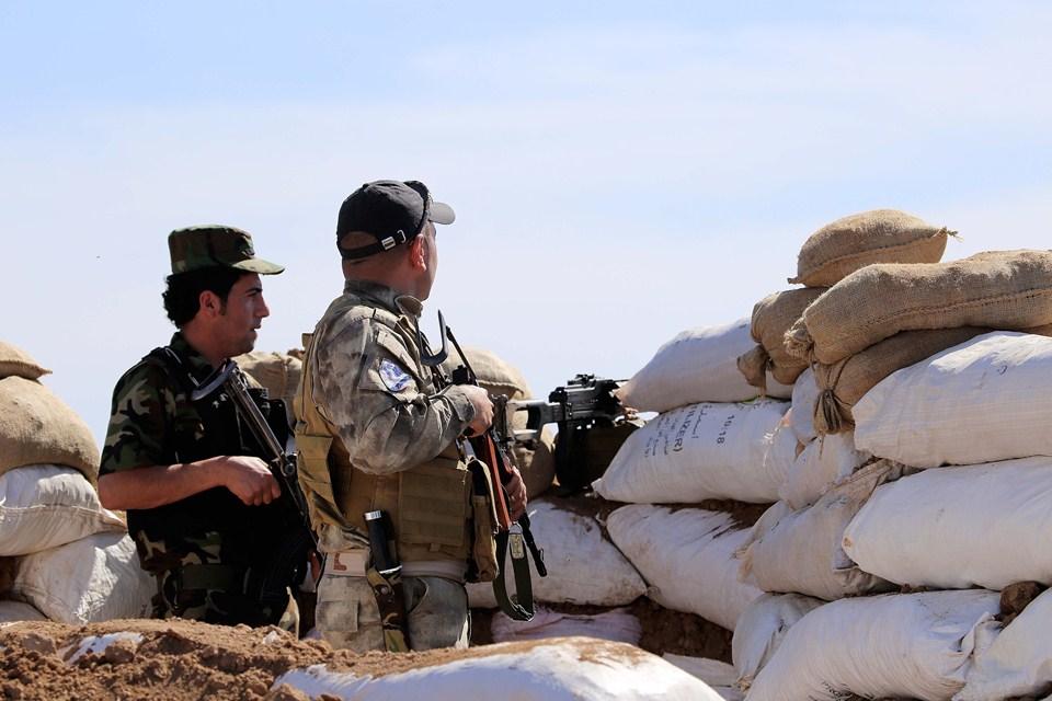 kurdisztáni harcosok (Array)