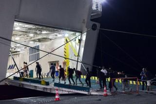 menekültek komp görögország (Array)