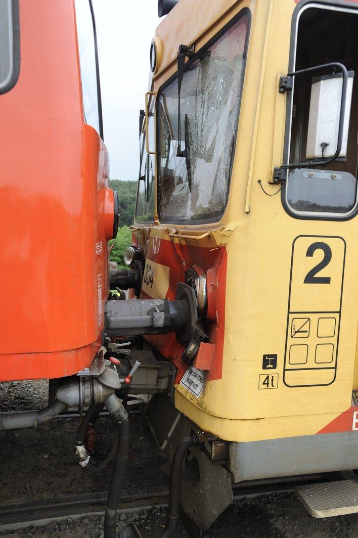 összeütközött vonat (Array)