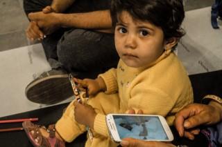 újszülött menekült (Array)