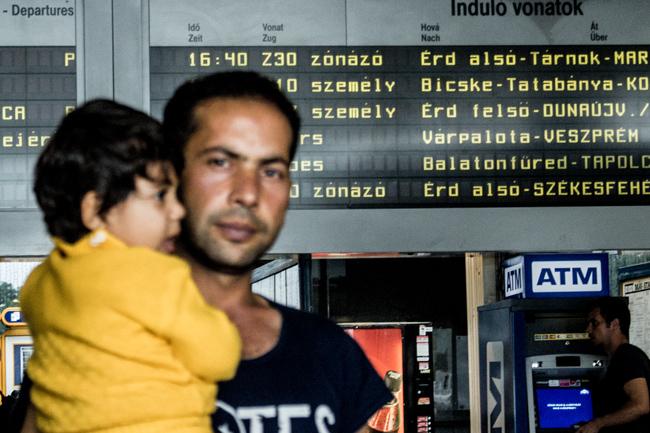 újszülött menekült2 (Array)