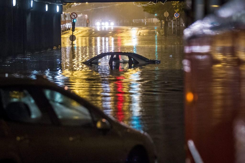 vihar budapesten 1 (Array)