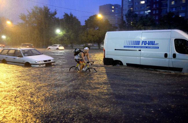 vihar budapesten 2 (Array)
