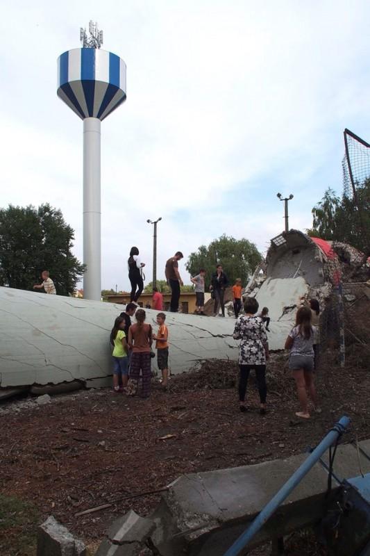 víztorony-robbantás lajosmizsén (Array)