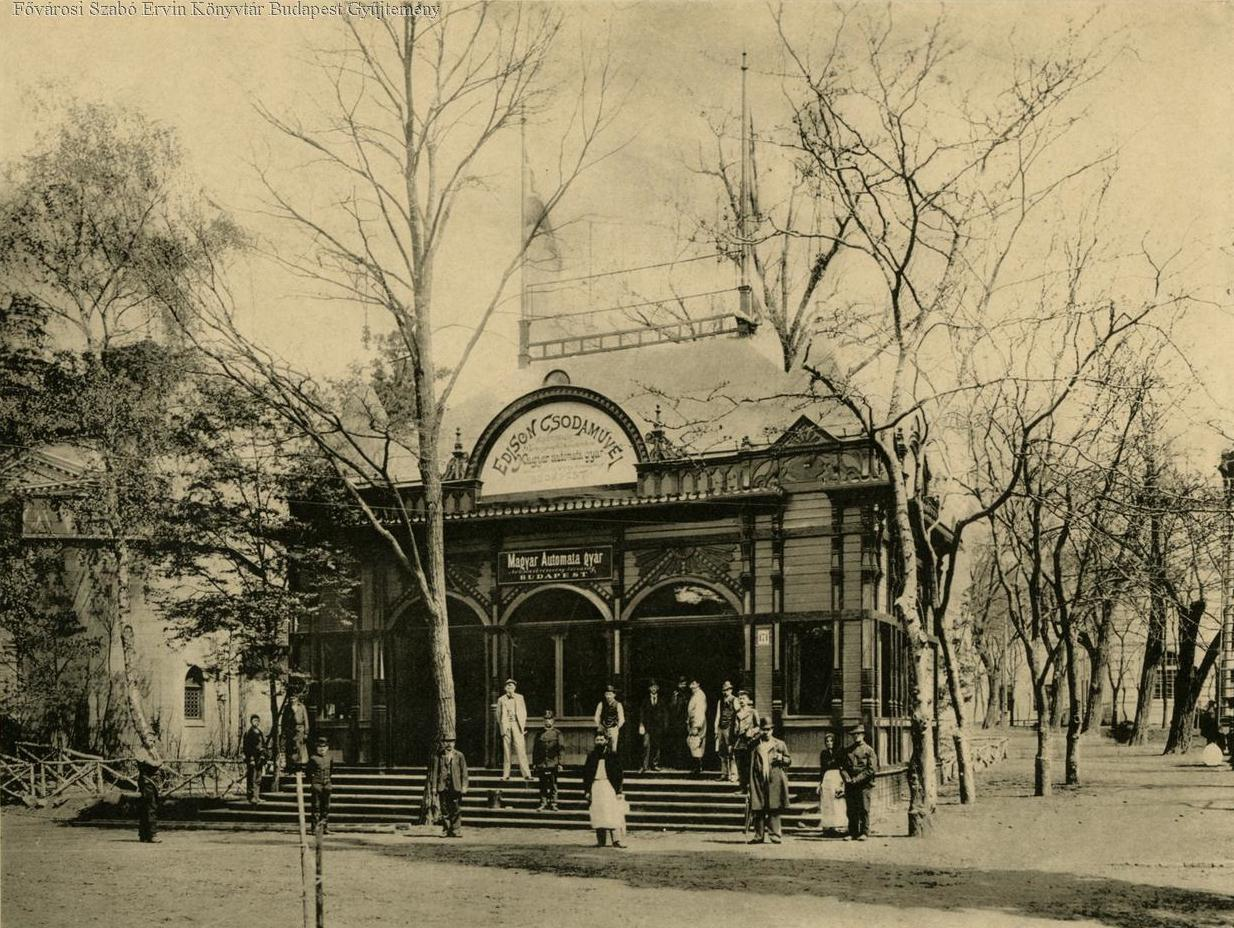 A Magyar Automata gyár pavilonja, benne Edison csodaműveivel