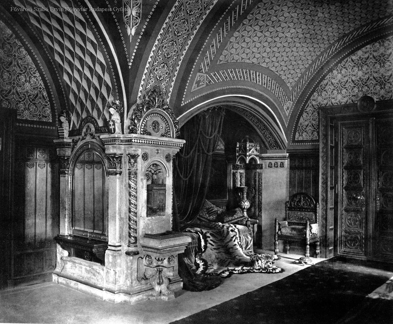 A király román kori fogadószobája