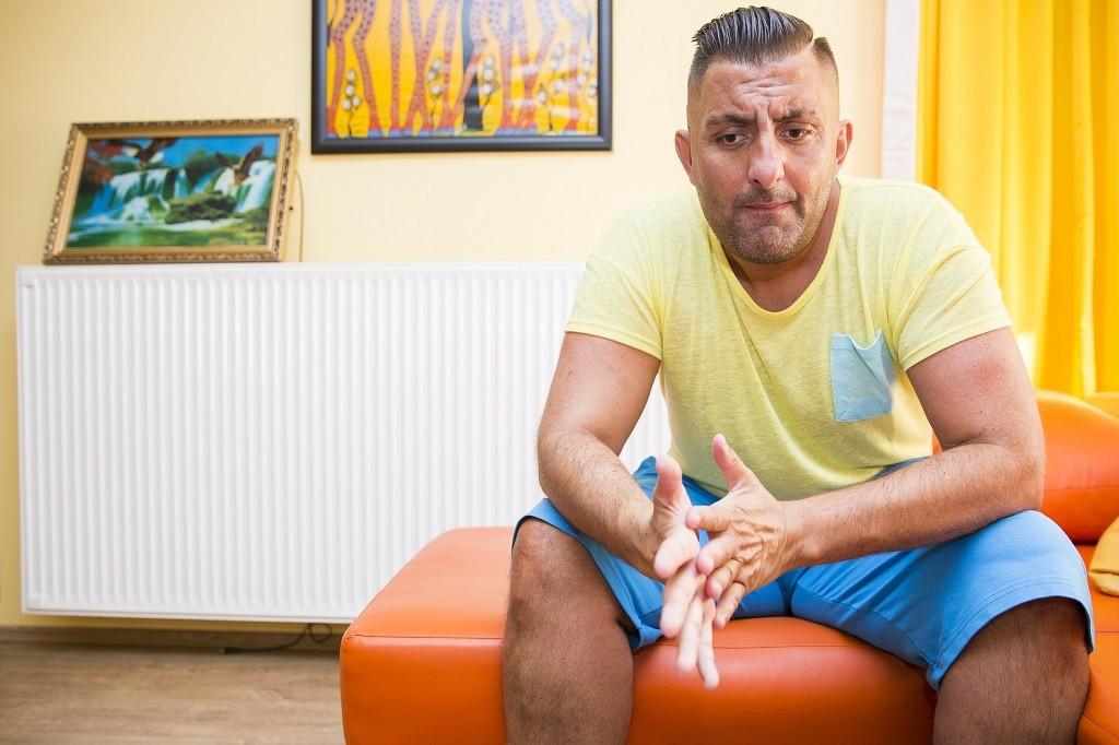 """Image: 73665133, Ifjabb Gáspár Gyõzõ roma származású magyar celeb, """"show-man"""", mûvésznevén """"Gyõzike"""", a Gyõzike show címû """"realitykomédia"""" fõszereplõje, egykori elõadó., Place: Budapest, Hungary, License: Rights managed, Model Release: No or not aplicable, Property Release: Yes, Credit: smagpictures.com"""