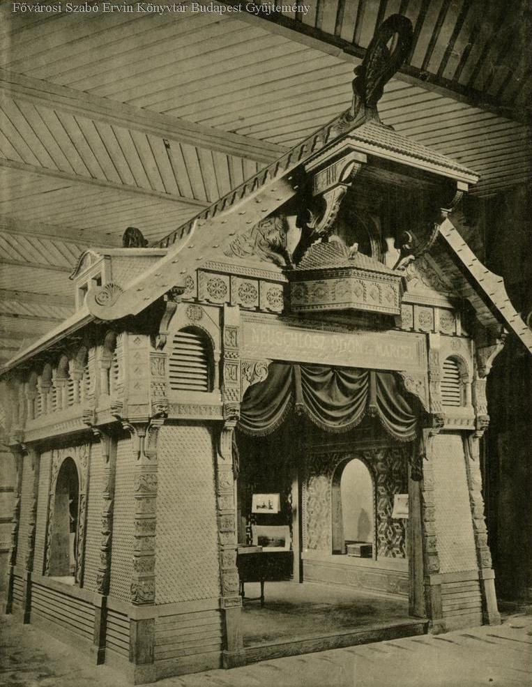 A fakereskedéssel, faszerkezetű hidakkal, vasútépítéssel és parkettagyártással foglalkozó, de kiállítás több, mint harminc épületét megépítő Neuschloss és Marczel pavilonja